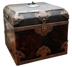 Box for precious objects .. I have a few that are different sizes, different shapes placed around the house ..