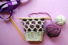Suljettuun neuleeseen saat vaihtelua ja näyttävyyttä muutenkin kuin raidoilla tai kirjoneuleella. Tässä ohjeet kolmeen värikkääseen pintaneuleeseen Diy Fashion, Mittens, Knit Crochet, Crochet Necklace, Socks, Knitting, Sewing, Crafts, Inspiration