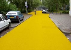 Yellow Street, Schiedam 2003, photo © Florentijn Hofman