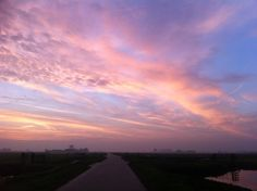#100happydays day 45. Weer eens een luchtje! Vanochtend even na achten, onderweg naar Schiphol. Prachtig om de zon zo op te zien komen!