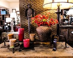 Brown Hues #accessories #candles #lamps #statues #flowers #floral #browns #shadesofbrown #visuals #homedecor #decor #interiordesign #unique #oneofakind #arizona #tempe #phoenix #shoplocal