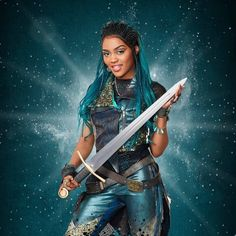 Aayyye 1 month away! Miss Uma didn't come to plaaaay✋🏾🤫😝 The Descendants, Descendants Characters, Disney Channel Descendants, Disney Channel Stars, Descendants Videos, Disney Decendants, China Anne Mcclain, Disney Ships, The Villain