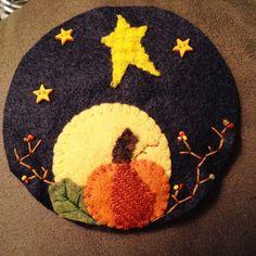 Moldes Halloween, Manualidades Halloween, Adornos Halloween, Halloween Crafts, Holiday Crafts, Halloween Felt, Felt Embroidery, Felt Applique, Wool Applique Patterns