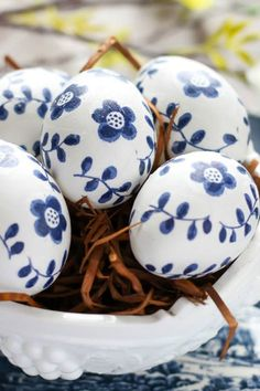 14 Simply Gorgeous Easter Egg Decorating Ideas
