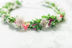 Meadow flower crown   Photography by http://folegaphotography.co.uk/