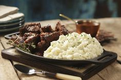 We think our Roasted Garlic Horseradish Mashed are the perfect accompaniment to Anne Burrell's braised short ribs. Get recipe here: http://idahoan.com/recipes/braised-short-ribs-with-roasted-garlic-horseradish-mashed/