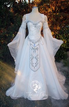 This Zelda-Inspired Wedding Gown Is Every Geek Bride's Dream Dress - Zelda Dunge. This Zelda-Inspired Wedding Gown Is Every Geek Bride's Dream Dress - Zelda Dungeon. Robes Disney, Medieval Wedding, Gothic Wedding, Renaissance Wedding Dresses, Renaissance Clothing, Fantasy Gowns, Fairy Dress, Medieval Dress, Medieval Fantasy