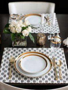 elegant dinnerware, elegant tableware, glamour interior, glamour dining room, in. Vase Deco, Glamour Decor, Style Me Pretty Living, Beautiful Table Settings, Everyday Table Settings, Gold Table, Dinnerware Sets, Occasion Dinnerware, White Dinnerware