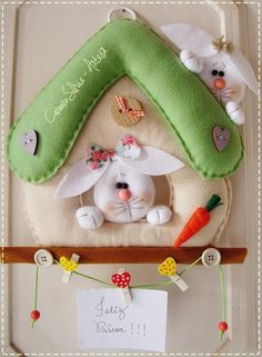 Felt Easy Moldes and Handouts: Porta Comment Felt Bunnies Bunny Crafts, Easter Crafts, Felt Crafts, Hobbies And Crafts, Diy And Crafts, Felt Ornaments, Christmas Ornaments, Diy Ostern, Felt Decorations