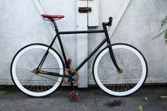 This is going to to be my new Spring project, creating this awesome Fixie bike! Fixie Vintage, Vintage Bicycles, Fixed Gear Bicycle, Bicycle Bag, Speed Bike, Bike Style, Road Bikes, Bike Design, Custom Bikes