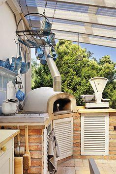 Zahradní pícku Morkusovi koupili jako stavebnici. Na upečené pizze si pak všichni rádi pochutnají