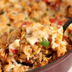 This chipotle pasta skillet recipe uses pasta, ground beef, tomatoes, peppers, & onion. It is a quick and easy taco pasta skillet with chipotle seasoning. Homemade Barbecue Sauce, Barbecue Sauce Recipes, Homemade Bbq, Basic White Bread Recipe, Cooking With Ground Beef, Rice Recipes For Dinner, One Dish Dinners, Truffle Recipe, Skillet Meals
