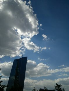 Dramatisches Licht Schatten Spiel EZB Skyline