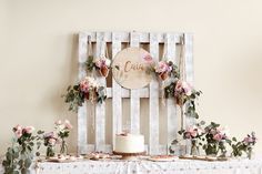 Floral Bohemian Birthday Party I want to show you today a birthday theme that I personally loved, it's very simple and I think it's ideal for when you go Bohemian Birthday Party, 18th Birthday Party, Girl First Birthday, Birthday Table, Birthday Ideas, Bohemian Party Decorations, Birthday Decorations, Birthday Banners, Birthday Backdrop