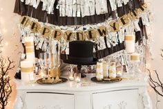 New Year's Eve Party Ideas: NYE Party Decorating on http://frogprincepaperie.com