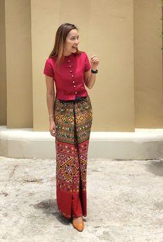 Myanmar Traditional Dress, Thai Traditional Dress, Traditional Outfits, Model Dress Batik, Batik Dress, Filipiniana Dress Modern, Myanmar Dress Design, Thai Fashion, Batik Fashion