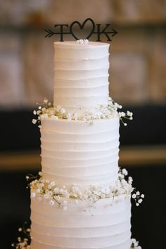 9 Must See Wedding Vendors white wedding cake with babys breath<br> Classic brides we have 9 wedding vendors that you must see. From a romantic wedding venue to a long sleeve lace dress. Wedding Cake Fresh Flowers, Pretty Wedding Cakes, Floral Wedding Cakes, White Wedding Cakes, Wedding Cake Designs, Rustic Cake Toppers, Wedding Cake Toppers, Before Wedding, Love Cake