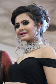 Bridal Hairstyle Indian Wedding, Bridal Hair Buns, Indian Bridal Hairstyles, Braided Hairstyles For Wedding, Bride Hairstyles, Hair Up Styles, Long Hair Wedding Styles, Elegant Wedding Hair, Medium Hair Styles