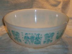 Pyrex Amish Butterprint 404 4 Quart Mixing by thetrendykitchen, $34.00