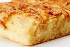 Cake with apples - what could be better for breakfast for the whole family on a Sunday day Cooked with this recipe apple pie hits the center of all the taste bu Good Food, Yummy Food, Russian Recipes, C'est Bon, Apple Recipes, Apple Pie, Biscuits, Sweet Treats, Dessert Recipes