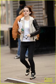 Emma Watson Has iPhone Woes!: Photo Emma Watson runs across a street before the stoplight changes on Thursday (February in New York City's Lower East Side. The actress headed out… Harry Potter Film, Emma Watson Style, Emma Watson Casual, Fashion Cover, Women's Fashion, Old Actress, Celebs, Celebrities, Girl Crushes