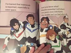 Lmao Shiro is looking at them cause he ships Klance Voltron Klance, Voltron Memes, Voltron Fanart, Form Voltron, Voltron Ships, Voltron Paladins, Voltron Force, Shiro Voltron, Klance Tumblr
