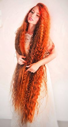 Petals and Curls - 20 Long Curly Hairstyles – Ideas and Inspiration - The Trending Hairstyle Really Long Hair, Long Red Hair, Long Curly Hair, Curly Hair Styles, Beautiful Red Hair, Beautiful Redhead, Beautiful Women, Cheveux Oranges, Which Hair Colour