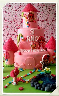 Tarta castillo princesas pinypon. Fondant, Birthday Cake, Candy, Desserts, Ideas, Cakes, Homemade Recipe, Cooking, Princess Castle