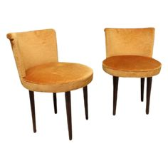 Set of 2 vintage cocktail chairs Overall height 64 cm Seat height 41,5 cm Width 46 cm Price for the set