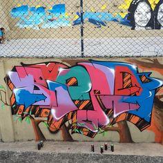 More details of the work, place and artist: http://streetartrio.com.br/artista/blopa-artistas/compartilhado-por-rjvandal-em-mar-27-2015-2115/ /  #art #artederua #arteurbana #artist #artoftheday #bomb #bombing #bombingbrasil #galeriacéuaberto #graffiti #graffitiart #graffitirio #graffitiwall #grafite #makeart #olheosmuros #riodejaneiro #rj #rjvandal #rua #sprayart #streetart #streetartrio #tags #tagsandthrows #throwsup #throwsupz #urbanart #vandal #streetphotography #buildinggraffiti…