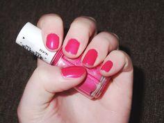 NEW BLOG POST! NOTD   Essie Super Bossa Nova! #SuperBossaNova #Essie #NOTD #Nails #NailsOfTheDay #Colour #Shade #Pink #Glitter #Sparkle #Pink #NailPolish #NailVarnish #NailColour #Blog #Blogger #Bbloggers #Bbloggerspost #Beautychat #Fbloggers #Lbloggers #Beauty #Pretty #Raspberrykiss