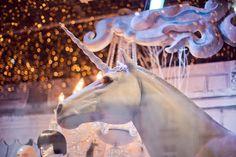 Unicorn! Vitrines-noel-haussmann, via blog Eleonore Bridge