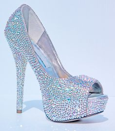 Crystal open peep toe high heels, perfect for wedding shoes! Bling Shoes, Fancy Shoes, Pretty Shoes, Crazy Shoes, Beautiful Shoes, Cute Shoes, Me Too Shoes, Crazy High Heels, Glitter Shoes
