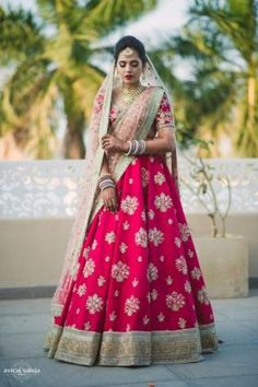 Get yourself dressed up with the latest lehenga designs online. Explore the collection that HappyShappy have. Select your favourite from the wide range of lehenga designs Pink Bridal Lehenga, Designer Bridal Lehenga, Indian Bridal Lehenga, Red Lehenga, Bridal Dupatta, Lehenga Dupatta, Lehenga Blouse, Lehanga Bridal, Wedding Lehnga