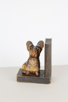dekorative vintage Buchstütze aus Holz, Holzbuchstütze mit Hund, wooden bookend with dog, geschnitzt,
