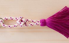 伊勢とこわかやのサミットキーリングの新色の紹介です。美しく染め上げられた絹糸、その一筋一筋が交わり合い、独特の風合いと味わいを作り出すくみひもは、国の伝統的工芸品として指定されています。新春、伊勢志摩の物産店にてお買い求めいただけます。  靖国神社の新年祭にて新春福引きの頒布品として採用されました。 Band, Accessories, Sash, Bands, Jewelry Accessories
