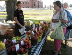 There is something for everyone at the Sikeston Farmer's Market. Find everything from local produce to live entertainment. #TravelerFun  Photo by Sikeston Scanner