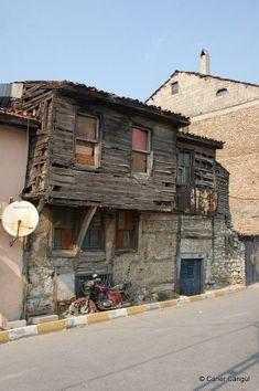 Home Design Decor, House Design, City Landscape, Slums, Old Buildings, Model Homes, Landscape Architecture, Old Houses, Istanbul