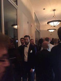 New Photo: Chris Evans today at the Golden Globes 2016 🙌🏻. Future Boyfriend, To My Future Husband, Christopher Evans, Pretty Boy Swag, Robert Evans, Chris Evans Captain America, Man Thing Marvel, Steve Rogers, Sebastian Stan
