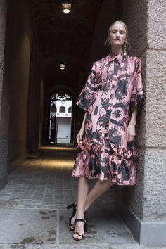 Short Pink Concrete Spring Resort, Black Flowers, Travel Wardrobe, Shirt Sleeves, Ruffles, Concrete, Shirt Dress, Floral, Pink