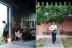 Estilo campo: dos casas que se funden en sus paisajes  El monturero no es más que un típico galpón revestido con chapa de aluminio. En la pared junto a la puerta, perchero construido con la madera recuperada de la manga..