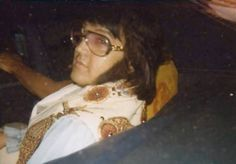 July 27, 1976 Leaving his Hotel in Syracuse, NY for his second performance at the Onondaga War Memorial Auditorium