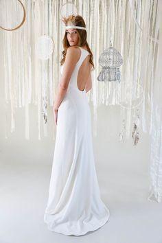 mona berg Kollektion 2017, Isabella. Dieses Brautkleid ist sehr körpernah geschnitten in seinem Fishtail-Schnitt. Es hat den charakteristischen mona berg Rückenausschnitt.