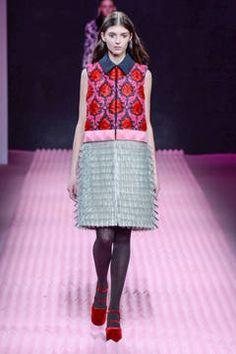 Mary Katrantzou - London Fashion Week 2015 - unsere Top 5 Shows: Fashion Week reiht sich an Fashion Week. Bevor es nächste Woche weitergeht mit dem Bericht über die Mailänder Modewoche, sind hier unsere Top 5 Favoriten der Fashion Shows aus London.