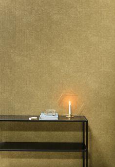 City Loft | gouden behang, zwarte bijzettafel | golden wallpaper, black side table | KARWEI 9-2017