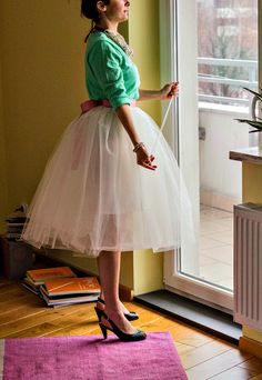 DIY Tulle skirt Tutorial - Blue for Alice in Wonderland!
