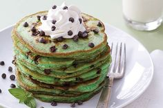 3 Amazing Ways To Eat Breakfast For Dessert. But more importantly: Mint Chocolate Chip Pancakes, dude. must eat St. Breakfast Desayunos, Breakfast Recipes, Dessert Recipes, Pancake Recipes, Birthday Breakfast, Breakfast Healthy, Pancake Toppings, Dessert Healthy, Appetizer Recipes