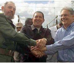 2001 os presidentes de Cuba , Venezuela assinaram um acordo para q o BNDES financiasse o metrô de Caracas, e Porto de Mariel - Foto histórica hein ?!? (Para tirar dúvidas, coloquem no Google as palavras fhc cuba para vocês encontrarem outras imagens do mesmo evento)