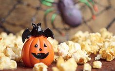 Incorporating food activities into a child's sensory diet can be a great way to acknowledge and participate in Halloween related activities, while offering a tasty reward at the end of a stimulating activity. Buffet Halloween, Halloween Popcorn, Fete Halloween, Halloween Crafts, Popcorn Balls, Sensory Diet, Pumpkin Carving, Activities, Children
