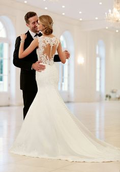 This elegant, sparkling fit-and-flare wedding dress by Stella York is what bridal dreams are made of! Lace on Luxe satin shimmers with Diamante beading in a classic silhouette is perfect for the traditional bride. Giving this dress a fresh update, the bac